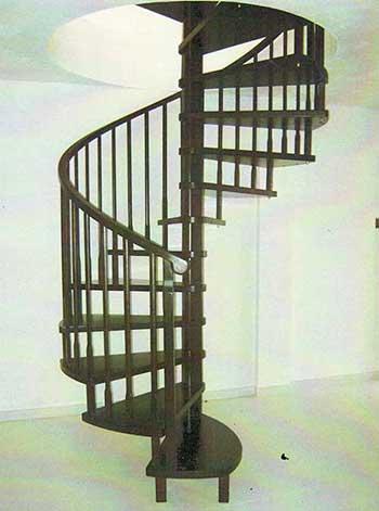 scala a chiocciola in legno di faggio con corrimano in legno